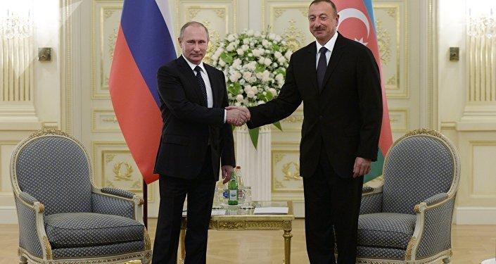 Presidente ruso, Vladímir Putin, y presidente azerbaiyano, Ilham Aliyev (archivo)