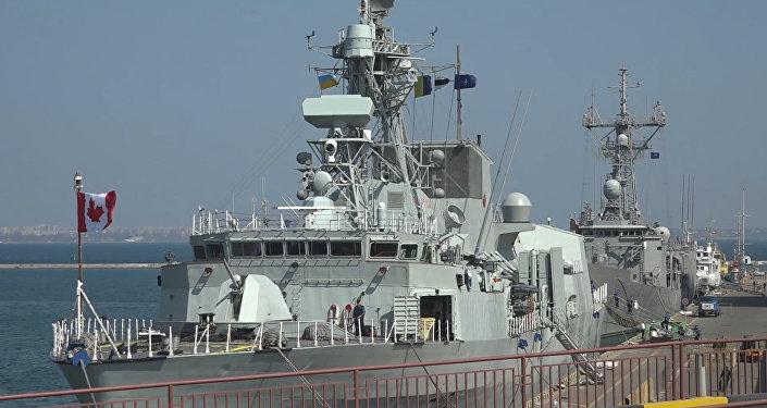 Dos embarcaciones de la OTAN atracan en Ucrania