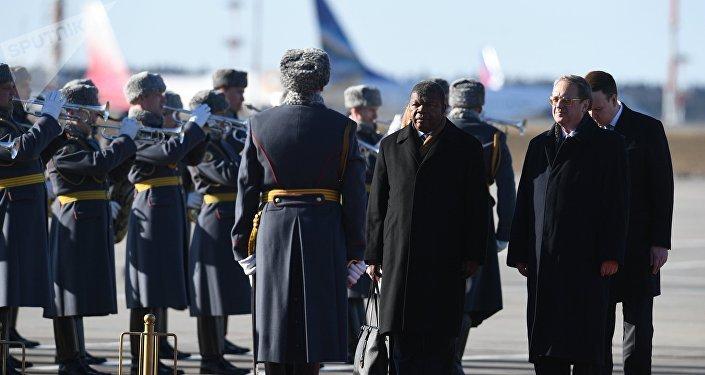 El presidente de Angola, Joao Lorenco, y el vicecanciler ruso Mijaíl Bogdánov