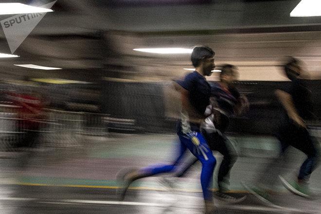 Estado de México: Dos niños durante la clase de Tigre Metálico en Ecatepec