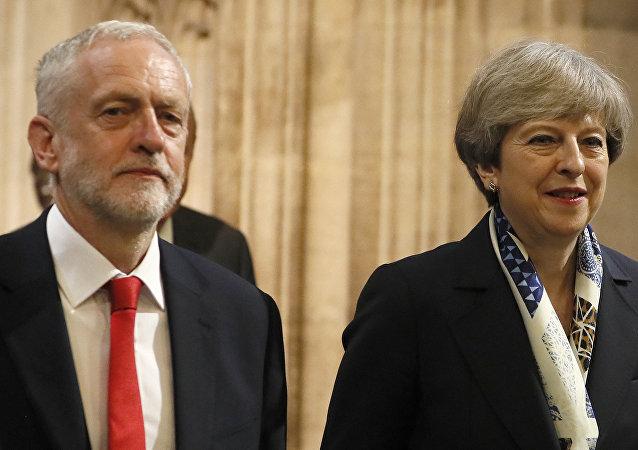 El líder laborista británico, Jeremy Corbyn, y la primera ministra del Reino Unido, Theresa May (archivo)