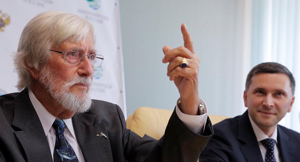 El reconocido oceanólogo francés Jean-Michel Cousteau (izquierda)