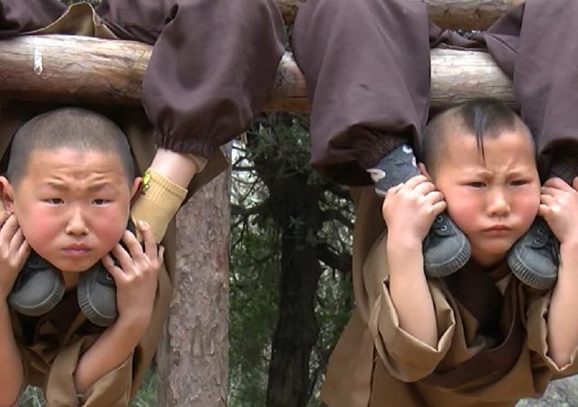 Fuertes, resistentes y… tiernos: así se entrenan los niños shaolin
