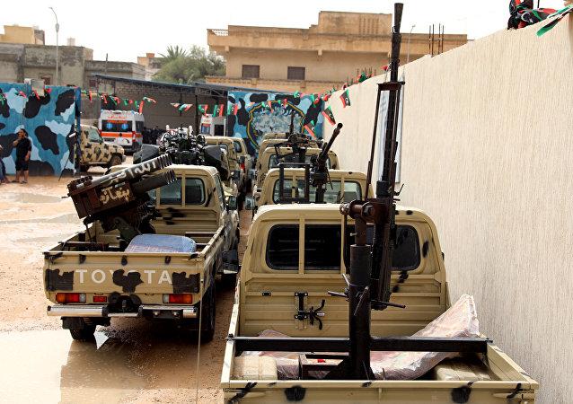 Los vehículos del Ejercito de Liberación Nacional libio