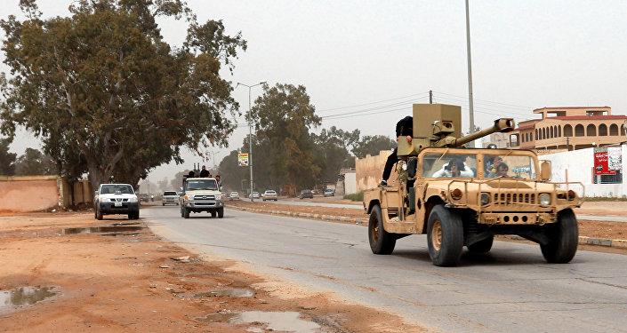 Vehículos militares en Trípoli, Libia