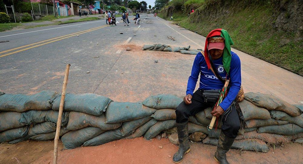 Los indígenas bloquean la vía Panamericana en Colombia
