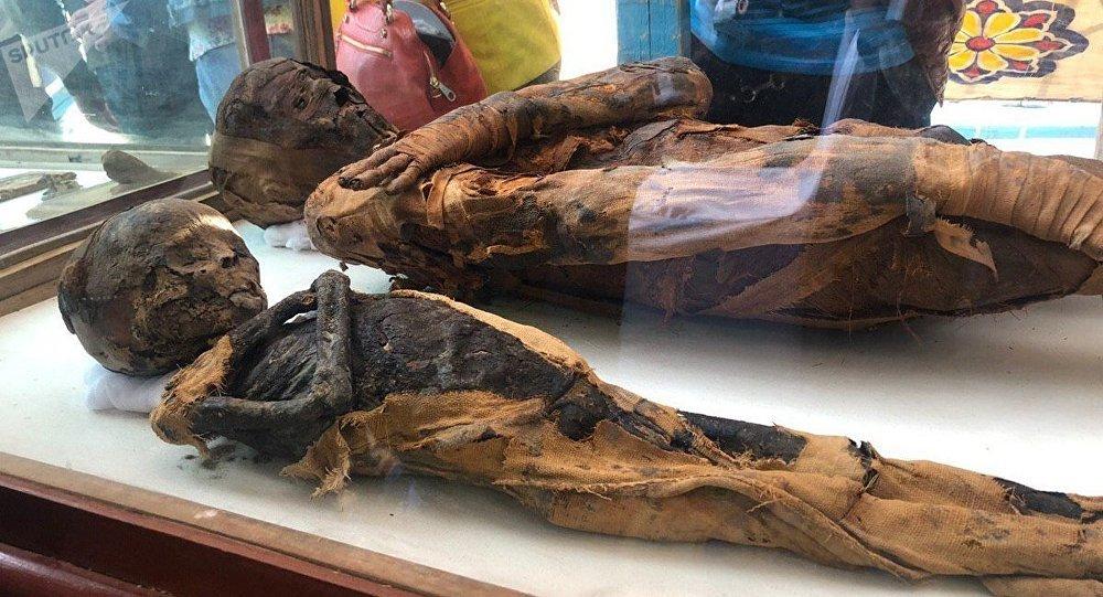 Las momias en una antigua tumba en Egipto