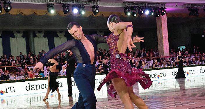 Los moldavos Dorin Frikatanu y Marina Serguéyeva, dobles campeones europeos de baile deportivo latino