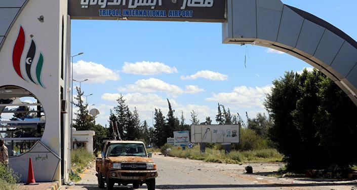 La entrada al aeropuerto de Trípoli, Libia