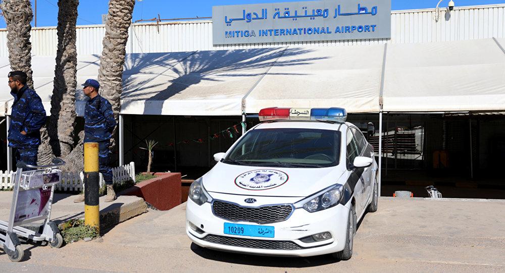 La policía en el aeropuerto de Trípoli, Libia