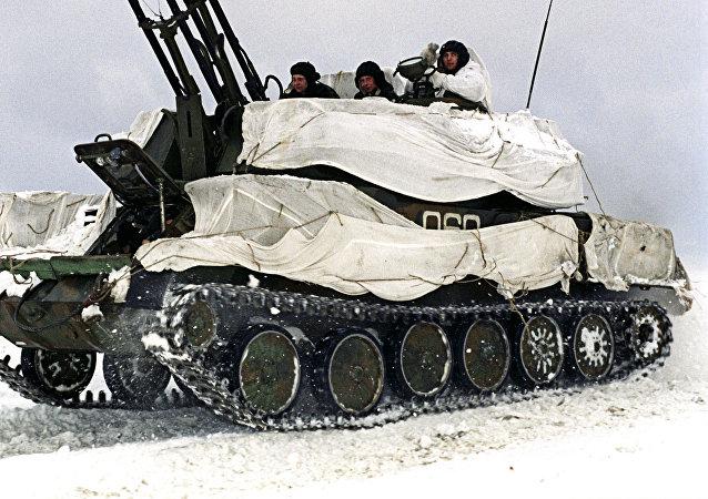 Sistema antiaéreo Shilka en camuflaje invernal