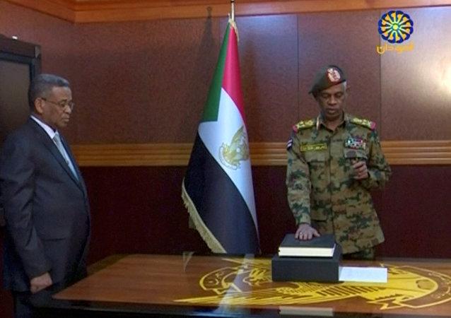 Ministro de Defensa de Sudán, Awad Mohamed Ahmed Ibn Auf
