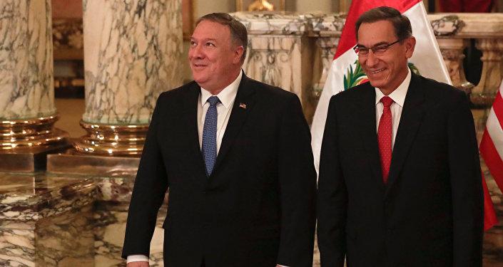 Mike Pompeo, secretario de Estado de EEUU y Martín Vizcarra, el presidente de Perú