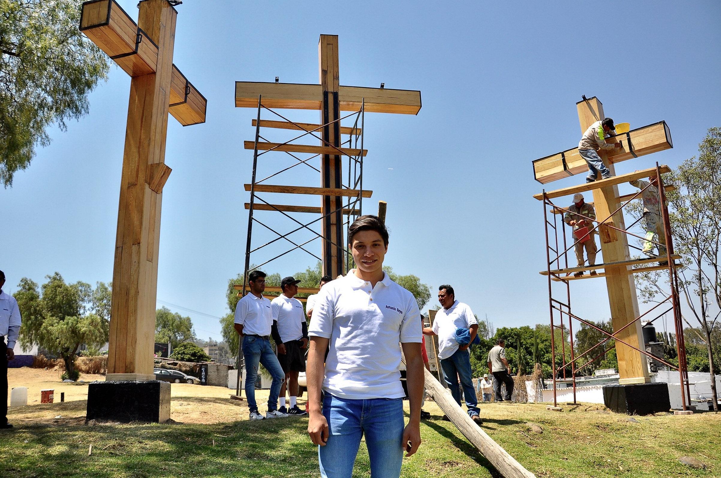 Juan Antonio Reyes, quien representará a Jesús de Nazareth, en su último recorrido previo a las actividades de Semana Santa en la alcaldía de Iztapalapa