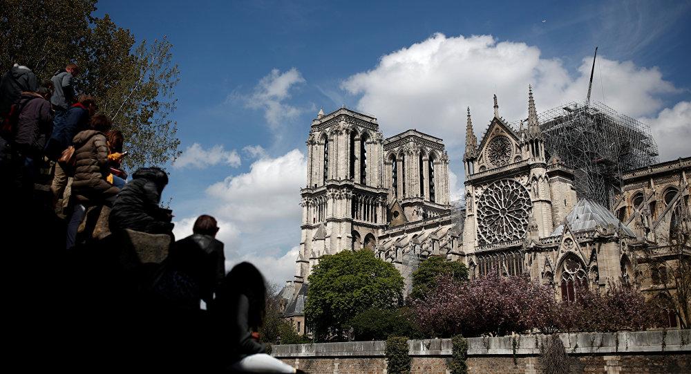Actualidad: Aseguran que Cristo apareció entre las llamas de Notre Dame