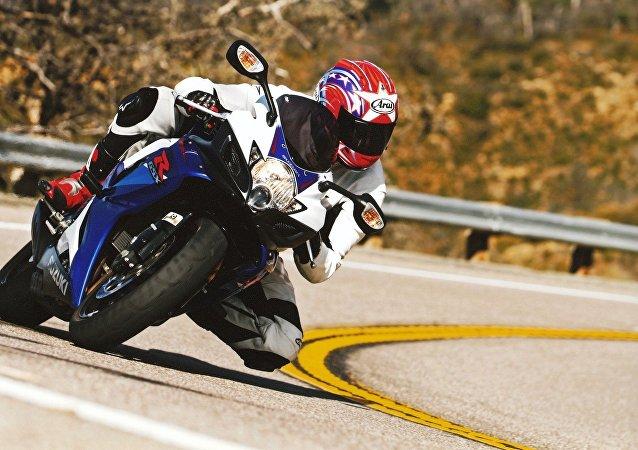 Un motociclista
