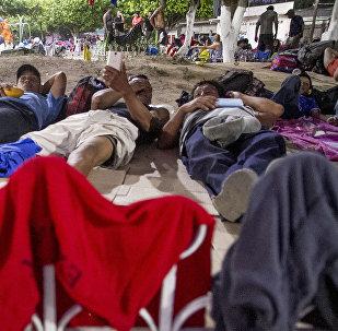 Tres ex-militares tirados en el pasto del Teatro del Pueblo, Huehuetán, Chiapas, México