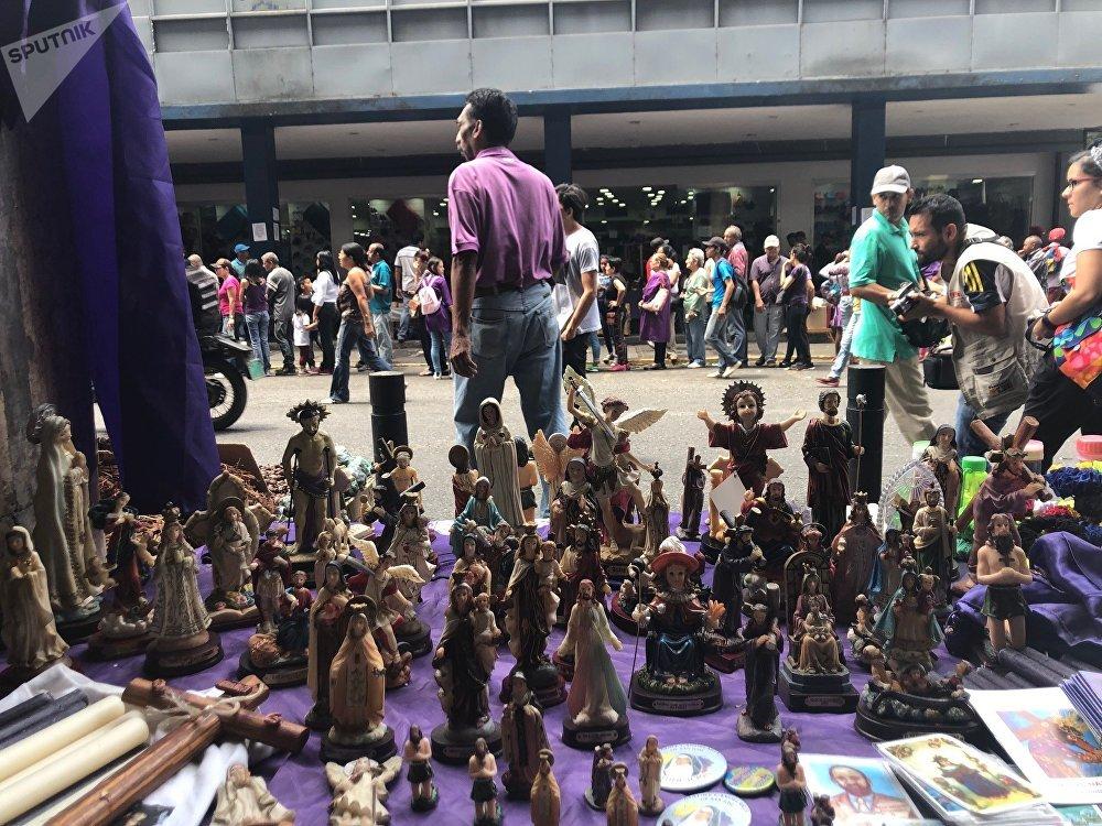 Figuritas del Nazareno u otros santos