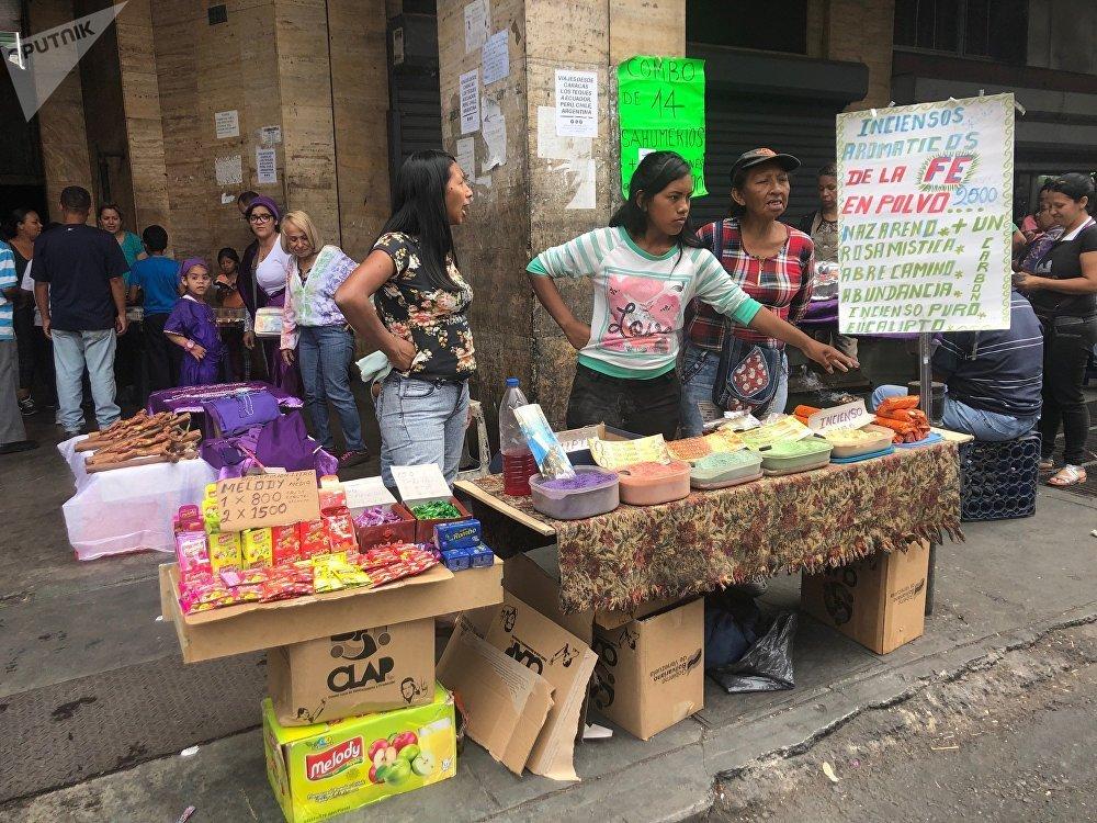 Comerciantes venden inciensos con olor a Iglesia