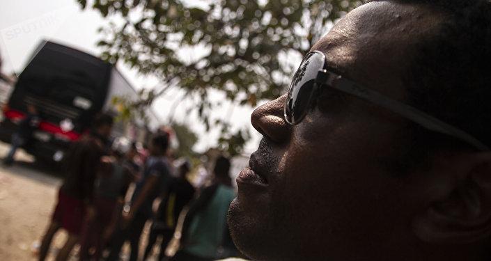 Tapachula, Chiapas. Pedro posa para foto antes de salir en el Vía Crucis cubano rumbo a la frontera norte