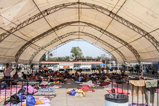 Suchiate, Chiapas: Migrantes detenidos en la aduana de Ciudad Hidalgo