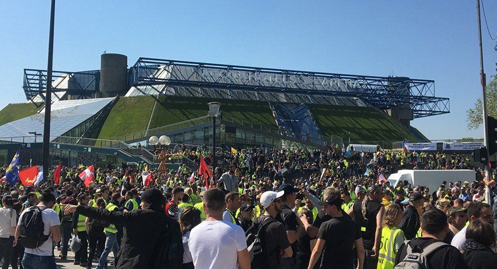 Los 'chalecos amarillos' no se rinden tras 23 semanas de protestas