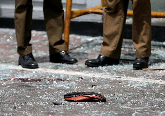 El zapato de una víctima de las explosiones en Colombo (Sri Lanka) (archivo)