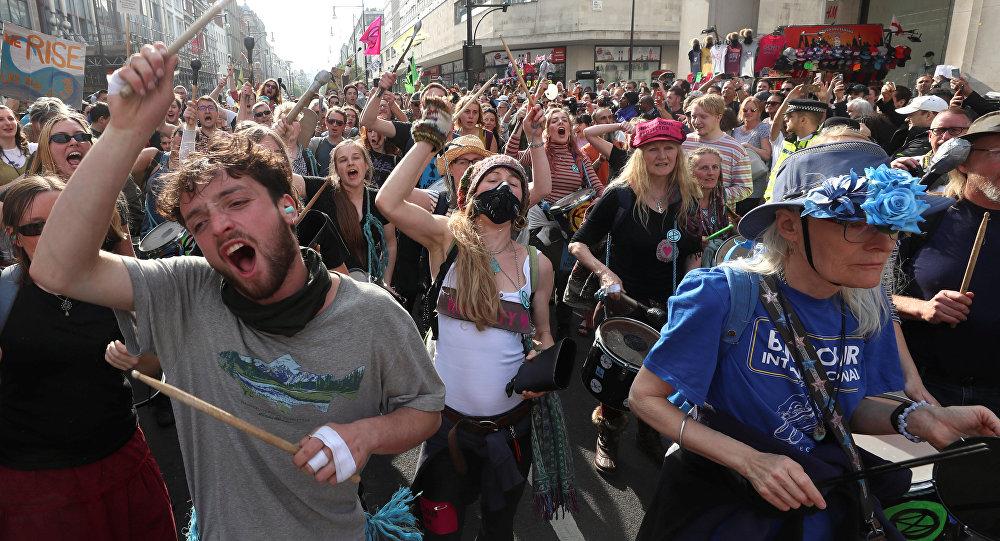 Activistas contra el cambio climático se manifiesta en Londres
