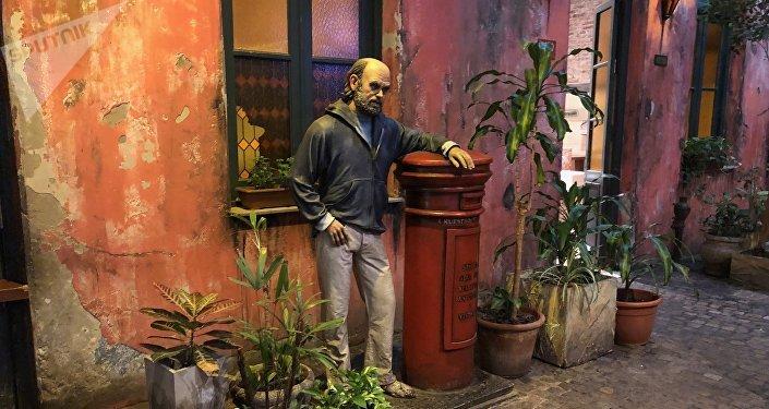 Estatua de Fontanarrosa, en 'El Cairo', Rosario, Argentina