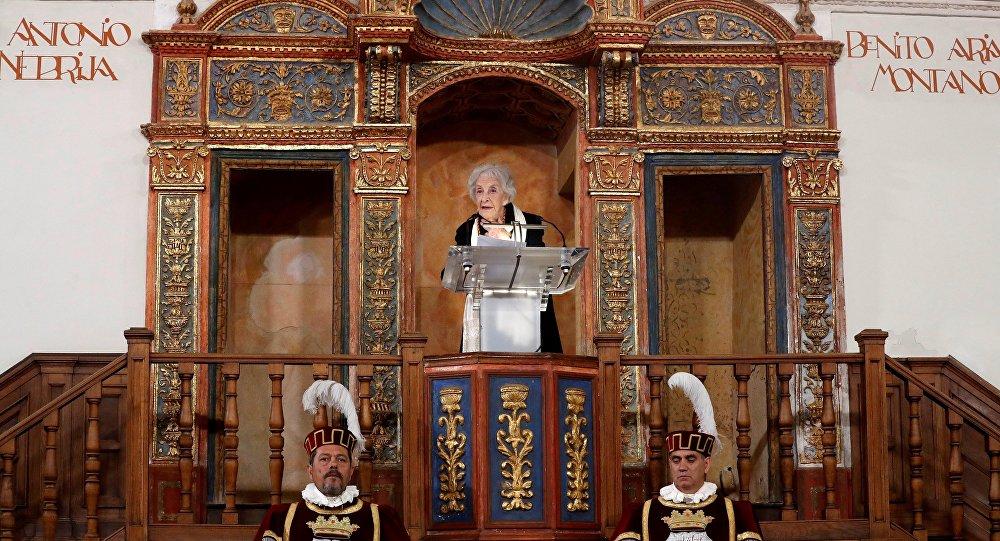 La poeta uruguaya Ida Vitale recibe en Alcalá de Henares el Premio Cervantes