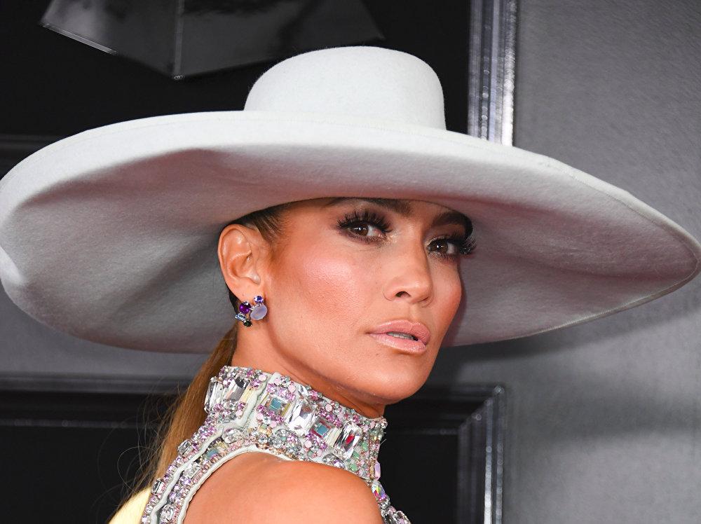 Jennifer Lopez, cantante y actriz estadounidense de origen puertorriqueño (49 años)