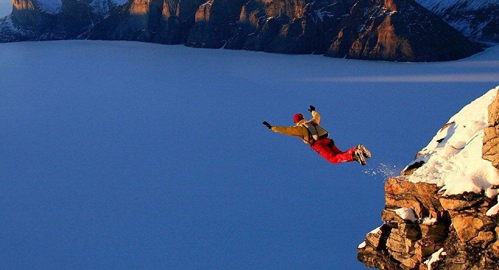 Salto base (imagen referencial)