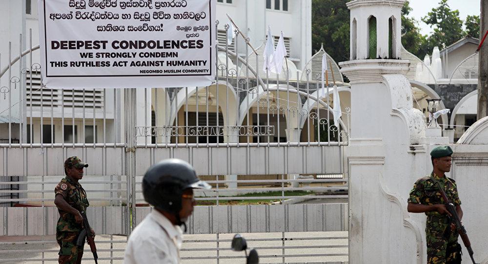 Militares cerca de una mezquita en Sri Lanka