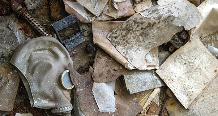 Una máscara de gas abandonada en la zona de exclusión de Chernóbil