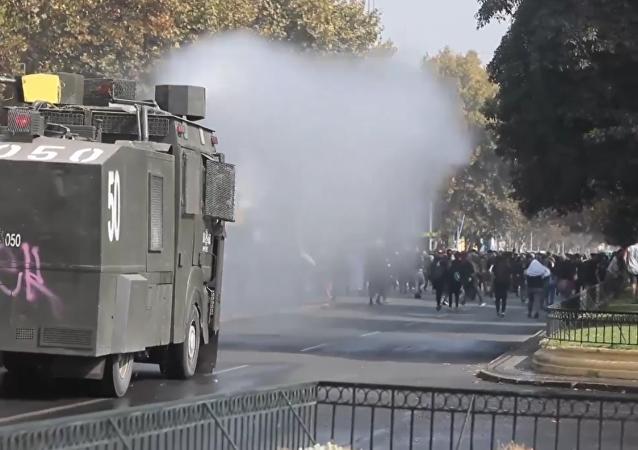 Una marcha estudiantil en Chile termina con graves enfrentamientos con la Policía