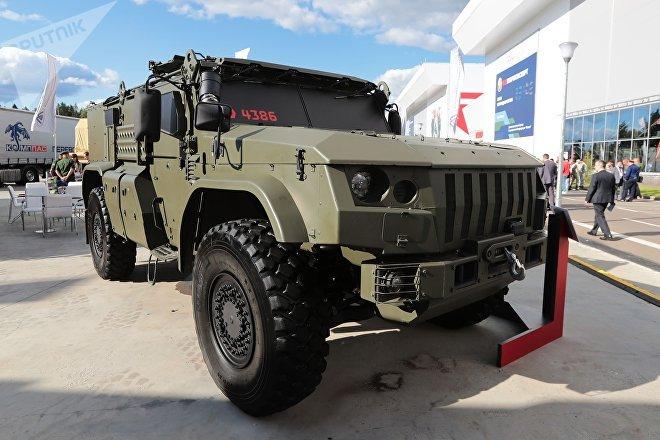 Un vehículo militar blindado Taifun, de fabricación rusa
