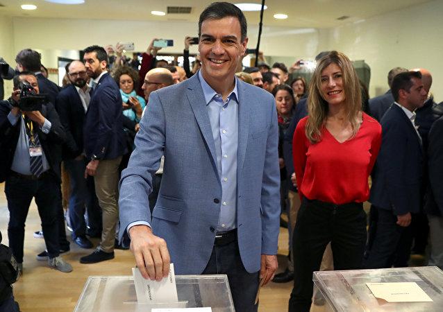 Pedro Sánchez, presidente del PSOE, ejerce su derecho al voto