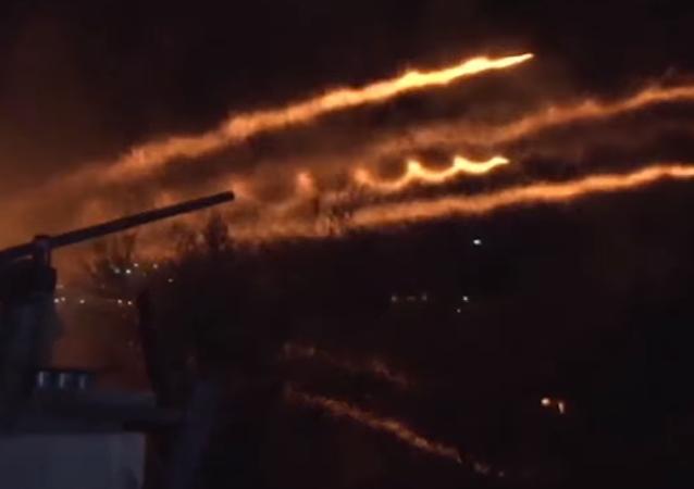 La 'guerra de las iglesias' ilumina los cielos de Grecia