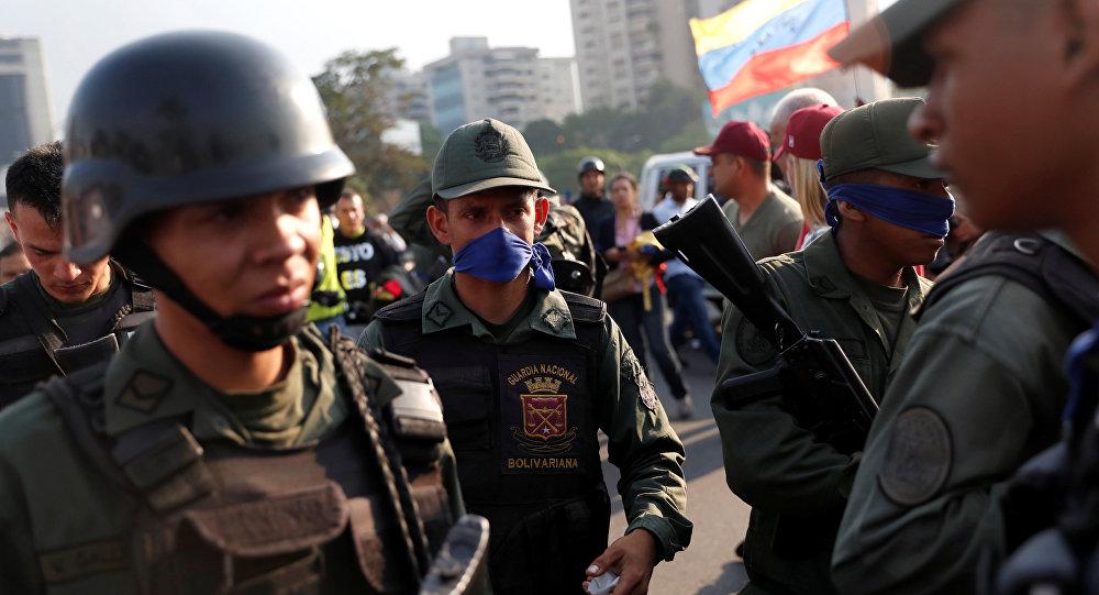 Militares venezolanos en la base aérea Generalisimo Francisco de Miranda La Carlota, en Caracas, Venezuela