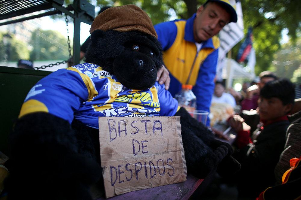 En Argentina, los trabajadores salieron a las calles para mostrar su repudio a la política de recortes del presidente Mauricio Macri