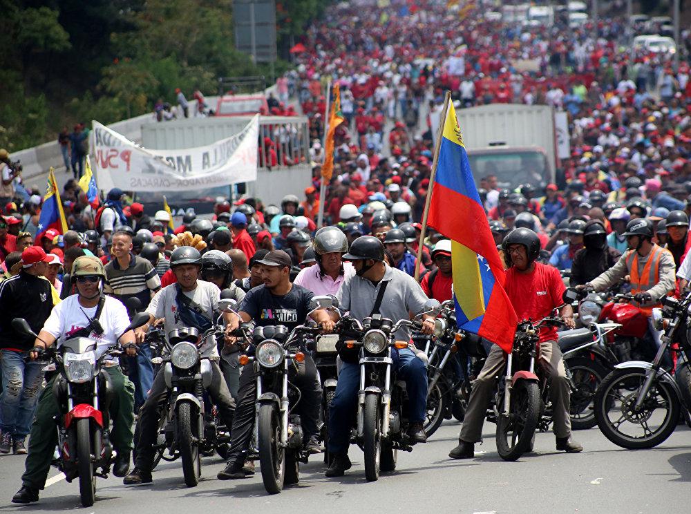 En medio de la intensa crisis política que vive Venezuela, miles de manifestantes aprovecharon la ocasión para mostrar su apoyo al presidente del país, Nicolás Maduro