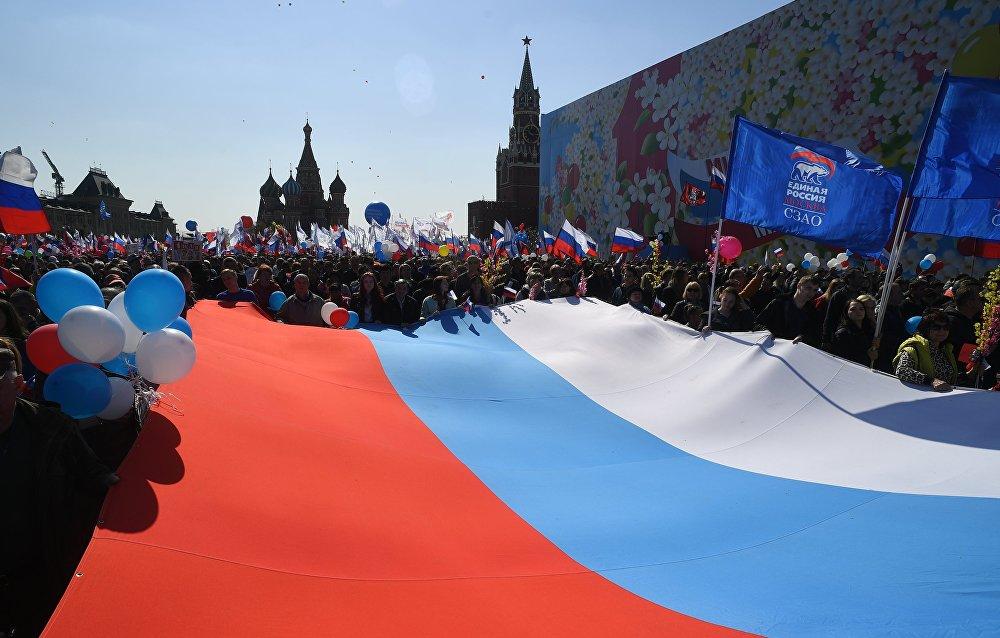 Bajo el lema 'Paz. Trabajo. Mayo' los obreros y líderes sindicales marcharon por el centro de las principales ciudades de Rusia