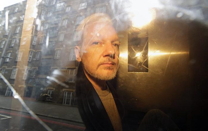 Excónsul ecuatoriano afirma que su país torturó a Assange y ahora lo hace el Reino Unido
