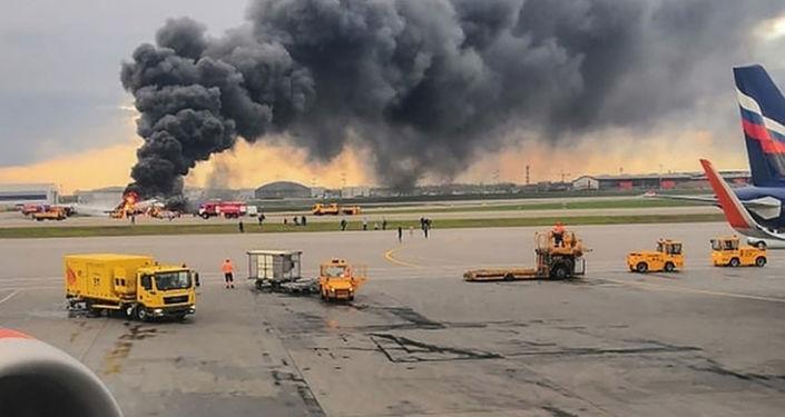 Aeropuerto Sheremétievo de Moscú durante el incendio del avión Superjet 100