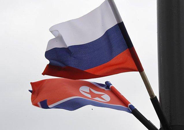 Las banderas de Rusia y Corea del Norte
