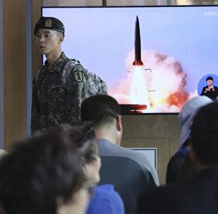 La transmisión por la televisión de los lanzamientos de cohetes de Corea del Norte