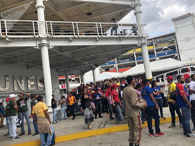 Mientras el autoproclamado presidente Juan Guaidó llamó a una huelga general sin ningún resultado, decenas de personas se reunieron en Caracas para redefinir el rumbo de la Revolución bolivariana