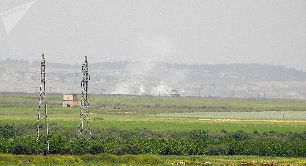 Ataques aéreos de la aviación siria en Hama