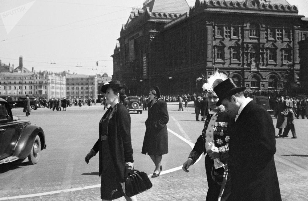 El 9 de mayo de 1945. Visitantes extranjeros en Moscú.