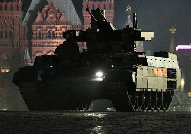 Un vehículo blindado BMPT en la Plaza Roja de Moscú